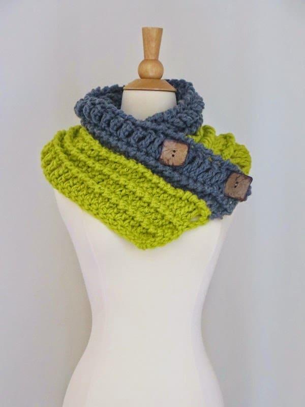 Diana Button Cowl Free Chunky Cowl Crochet Pattern Crochet Dreamz