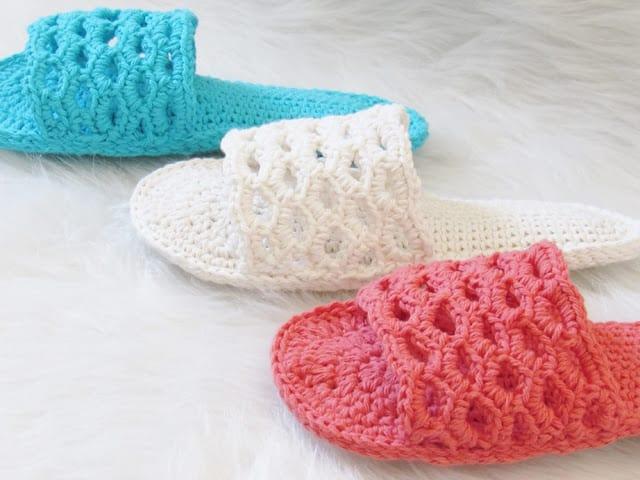b039483bdc76 Slippers Crochet Pattern in sizes S to XL- Crochet Dreamz