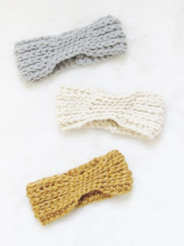 Crochet Ear Warmer Pattern that works up in just 15 minutes. Chunky, Classy and Quick crochet pattern. Try it today.