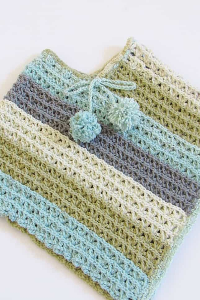 Free child crochet poncho closeup