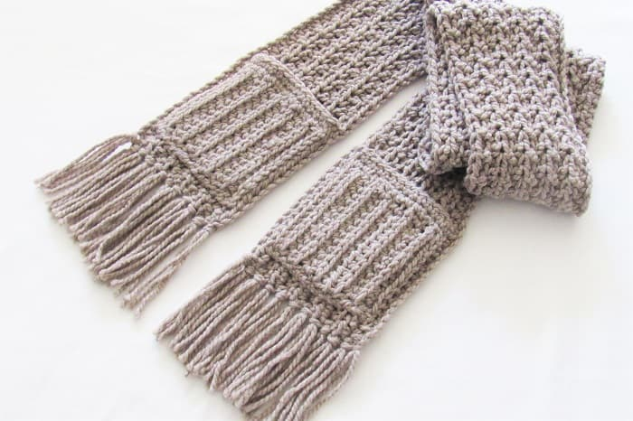 Chunky Crochet Scarf with Pockets